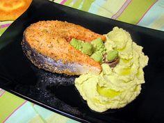 Tentazioni  di  gusto: Salmone in crosta di nocciole su crema di broccolo...