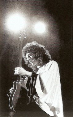 Brian May live in Helsinki, November 1974.