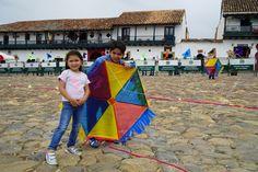 Además de la Feria de las Flores de Medellín, en esta aventura por #Colombia tuvimos el placer de vivir la experiencia del 40 Festival del Viento y las Cometas. Competiciones de todo tipo: cometa artesanal, larga distancia hasta más de 3 kilómetros, acrobáticas... Ven y cuéntalo como nosotros.
