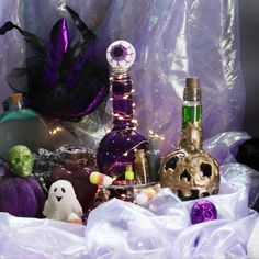 Potion Bottles Three Ways DIY Halloween These DIY Potion Bottles Are Perfect Spooky Halloween Decor Soirée Halloween, Adornos Halloween, Spooky Halloween Decorations, Halloween Disfraces, Halloween Projects, Holidays Halloween, Halloween Treats, Halloween Bottles, Diy Projects