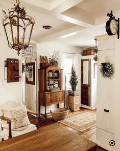 20 Fabulous White Farmhouse Design Ideas 20 Fabulous White Farmhouse Design Ideas Kiki Addict KikiAddict entrance hall stairs An open family room and kitchen where the family nbsp hellip farmhouse Living Room French Country Rug, French Country Decorating, French Country Living Room, Southern Living, French Country Bedrooms, English Living Rooms, French Country Curtains, French Country Lighting, French Cottage Decor