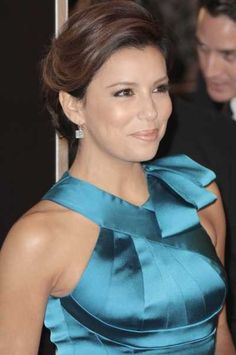 Eva Longorias chignon hairstyle at the premiere of The Curious Case of Benjamin Button
