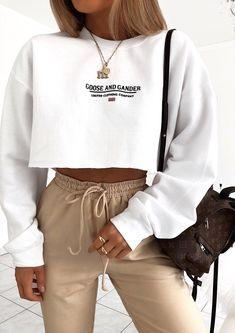 G&G Cropped Ltd logo sweat Sporty Outfits cropped Logo Sweat Cute Lazy Outfits, Chill Outfits, Teenage Outfits, Sporty Outfits, Winter Fashion Outfits, Retro Outfits, Stylish Outfits, Summer Outfits, Fashion Tips