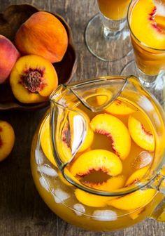 O Pêssego é uma fruta de origem chinesa é o seu nome científico é Prunus persica. O Pêssego ajudar a nutrir corpo excelente fonte em vitaminas, minerais e fitonutrientes. ✅Saúde dos Olhos ✅Proteção Contra as Toxinas ✅Perda de Peso ✅Combate ao Câncer ✅Saúde Cardiovascular ✅Limpeza dos Rins ✅Benefícios para a Pele ✅Rico em Antioxidante
