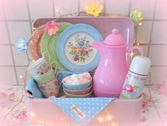 Vintage shabby chic home decor Pastel unicorn color pink blue light violet green mint beautiful colorful kawaii things objects cute orange yellow Shabby Cottage, Shabby Chic Homes, Pastel Home Decor, Picnic Style, Pastel House, Pip Studio, Vintage Cups, Vintage Tablecloths, Cath Kidston