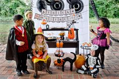 Our favorite photo from the Eerie & Cheery Halloween party by Betsy at Belly Feathers - we just love the styling Halloween Photos, Halloween Town, Easy Halloween, Holidays Halloween, Halloween Costumes, Halloween Printable, Creative Party Ideas, Halloween Photography, Handmade Invitations
