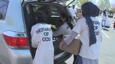 An Islamic charity in Sacramento, North California, has extended a helping hand to the needy, giving away boxes of food to sustain them during the fasting month. #Islam #muslim #USA Preparing For Ramadan, Islamic Page, Islam Muslim, Helping Hands, Sacramento, Current Events, Charity, Boxes
