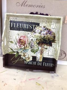 Paint the bottom a different color and cut out items separately to decoupage. Use crackle on the top portion. Stencil, Art Projects, Projects To Try, Nostalgic Art, Painted Trays, Arts And Crafts, Diy Crafts, Decoupage Box, Pintura Country