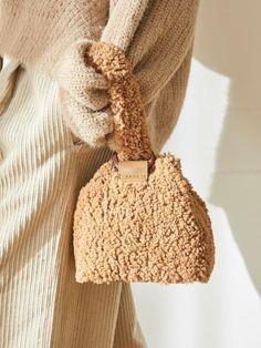 Diaper Bags Buying Guide and Tips Crochet Handbags, Crochet Purses, Crochet Chicken, Sac Week End, Potli Bags, Fur Bag, Kids Bags, Knitted Bags, Vintage Handbags