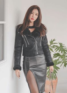 [먼데인 레더 스커트] Sexy Outfits, Stylish Outfits, Fashion Outfits, Black Leather Mini Skirt, Leather Skirt, Leather Jacket, Asian Woman, Asian Girl, Fashion Models