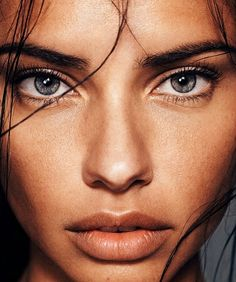 Strong eyes and brows with nude skin and lips is the perfect look for a sultry summer's night. Adriana Lima for Harper's Bazaar Spain February 2014 Photo Oeil, Make Eyelashes Grow, Shotting Photo, Model Foto, Too Faced, Glowy Skin, Female Portrait, Woman Face, Beautiful Eyes
