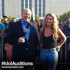 Season 10's Haley Reinhart showed up in Chicago today to cheer on the Season 12 auditioners!