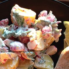 Grillen - dazu gehören Salate so wie dieser hier: ein leckerer Radieschen-Drilling-Kartoffelsalat!