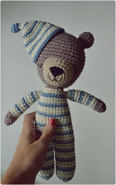 #knitted #bear #pijamas #oso #tejido #piyama #dormir #amigurumi #crochet #wallart #deco #home #toy#juguete #niños #kids #lele   www.facebook.com/Lelejuguetes lelejuguetestejidos@gmail.com