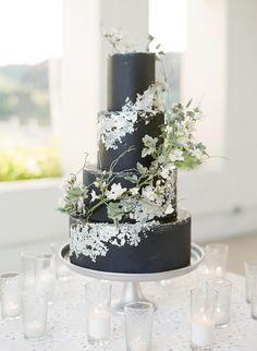 Neutral Wedding Decor, Black Wedding Themes, Black And White Wedding Cake, Black Wedding Cakes, Wedding Cake Rustic, Elegant Wedding Cakes, White Weddings, Small Wedding Cakes, Themed Wedding Cakes