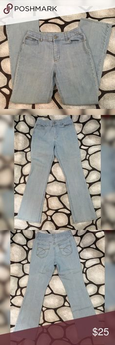 """Chicos Platinum light wash Bootcut jeans 30"""" insea Chicos Platinum light wash stretchy jeans  Size 1 in chicos which converts to an 8 or medium in other brands  Laying flat: 14.5"""" waist, 10.5"""" rise, 30"""" Inseam, 41"""" length   2% spandex for stretch  Made in China Chico's Jeans Boot Cut"""
