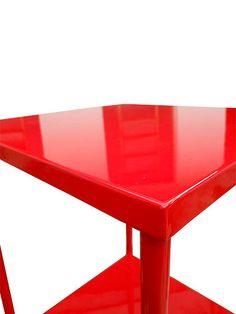 MESA DOKTOR PIMENTA - Toda em metal com pintura automotiva vermelha e pés em borracha.   Alt. 0,81 cm, Larg. 0,40 cm, Prof. 0,40 cm
