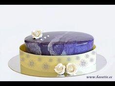 Chiboust de vainilla, mousse de frutos del bosque, y glaseado violeta ef... Fancy Desserts, Fancy Cakes, Mini Cakes, Just Desserts, Cupcake Cakes, Masterchef Recipes, Mirror Glaze Cake, Chocolate Bomb, Chocolate Decorations