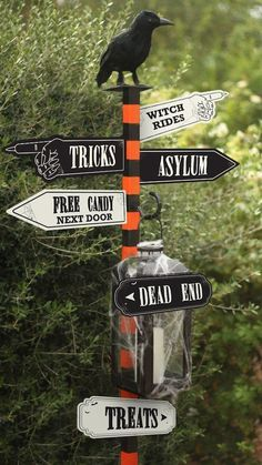 Halloween Signs, Spooky Halloween, Holidays Halloween, Halloween Crafts, Happy Halloween, Halloween Party, Halloween Table, Diy Halloween Archway, Outdoor Halloween Parties