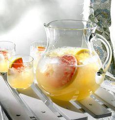 Sitrusbooli sopii erinomaisesti pihapelien janojuomaksi. Booli on alkoholiton, joten sitä voi juoda huoletta montakin lasillista. Good Food, Drinks, Party, Desserts, Recipes, Maine Coon, Halloween, Summer, Drinking