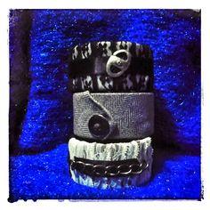 Bracciali. tubi pvc rivestiti . Riciclo creativo cravatte. Riciclo T-shirt. handmade. Pizzo.