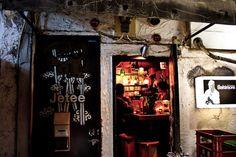 21 Cozy Photos From Tokyo's Hidden Bars Japanese Bar, Japanese Culture, Japanese Style, Tokyo Streets, Japan Holidays, Piano Bar, Dive Bar, Aishwarya Rai, Japan Travel