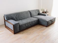 BLOCCO sofa 210 (made to order) - Hiromatsu online shop Zen Furniture, Pallet Furniture, Furniture Design, Living Room Sofa, Home Living Room, Wooden Sofa Designs, Muebles Living, Boutique Deco, Diy Couch