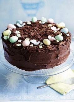 Alternative chocolate simnel cake Delicious Cake Recipes, Yummy Cakes, Yummy Food, Kiffles Recipe, Nut Roll Recipe, Simnel Cake, Easter Treats, Easter Cake, Sandwich Cake