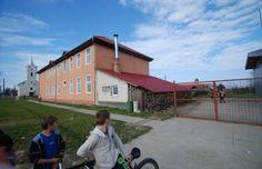 Nouăsprezece copii care învaţă la şcoala din Ştiuca au ajuns astăzi la spitalul din Lugoj după ce s-au intoxicat în sala de clasă. Tinerii au avu