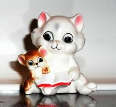 VINTAGE WHITE CAT KITTEN BIG EYES FRIENDS FRIENDSHIP MOUSE READING BOOK FIGURINE