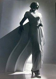 Unidentified partner of ballet dancer Valentin Zeglovsky, 1947 / Max Dupain