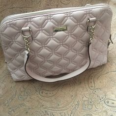 Kate spade hand bag These beautiful bag, are pink pale color, I lots the strip, no dust bag!!! Have the little stain under if you can see the 2 pic.. When you put in your arms are not noticeable! No trade/pp kate spade Bags Crossbody Bags