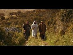 This video about Jesus depicts the scene on the Road to Emmaus. After Jesus died and was resurrected, He appeared to two men walking on the road to Emmaus. Jesus Ressuscité, Life Of Jesus Christ, Jesus Lives, Lucas 24, Films Chrétiens, Movies, Road To Emmaus, Mormon Channel, Bon Film