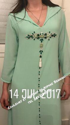 This Pin was discovered by Nin Mode Abaya, Mode Hijab, Kurta Designs, Blouse Designs, Abaya Fashion, Fashion Dresses, Moroccan Dress, Muslim Dress, Designs For Dresses