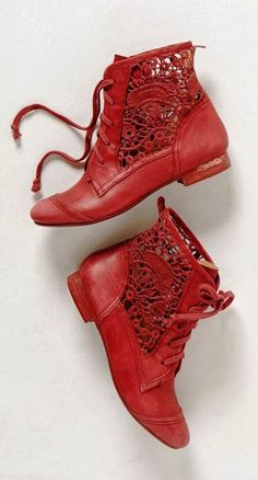 Irene Red Lace Booties.Rote Stiefeletten mit Spitze.