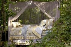 Outdoor bed with romantic little canopy Outdoor Spaces, Outdoor Living, Outdoor Decor, Outdoor Bedroom, Outdoor Daybed, Indoor Outdoor, Interior Exterior, Dragon Age, Decoration