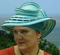 Купить или заказать Шляпа 'Бирюза' в интернет-магазине на Ярмарке Мастеров. Шляпа-трансформер. С каждым поворотом вокруг головы меняется ее вид от традиционной шляпы с полями до экстравагантной с неожиданными завитушками. В ней есть элегантность, авангард, креатив. Хранится в Москве, что облегчает доставку.