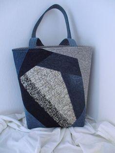 taška+ORIGINÁL+Taška+kterou+nebude+mít+nikto+jiný+jenom+vy.Velmi+originální+ekologická+dámská+taška+na+nákup,+šitá+ze+100+%+bavllny+a+džínoviny,použita+kvalitní+výztuha+která+krásně+drží+tvar+tašky.+Barva-modrá,+džínovina+různých+odstínů.pletenina+šedá,béžová+Použita+technika-+patchwork+(sešívání+kousků+látek),+Sandwichova+technika+(3+vrstvy-vrchní...