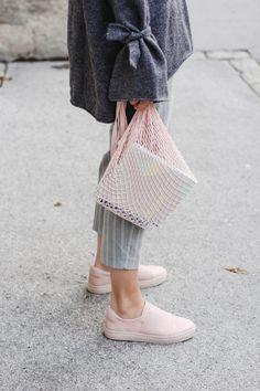 tifmys – Zara knit, Orskov net bag, Odernichtoderdoch calender, Mango slacks & Cos slip-ons.