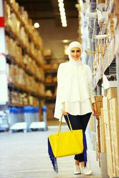 Just simple and beautiful Hijab Chic, Hijab Casual, Islamic Fashion, Muslim Fashion, Modest Fashion, Abaya Fashion, Fashion Wear, Fashion Outfits, Hijab Wear