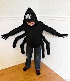 Halloween is coming. Every corner of the house should be decorated with Halloween decorations. Good Halloween costume ideas can make your kids enjoy themselves. Spider Costume Kids, Spider Halloween Costume, Diy Halloween Costumes For Kids, Halloween Dress Up Ideas, Halloween Tutorial, Halloween Projects, Couple Halloween, Halloween Halloween, Vintage Halloween