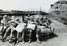 War and Conflict, The Vietnam War, Khe Sanh, South Vietnam, pic: April 1968, American marines relaxing as they wait for the order to start an operation against communist forces