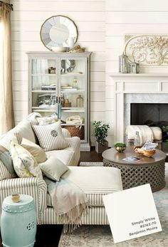 Benjamin Moore chose Simply White as their 2016 Color of the Year. Perhaps because the wildly popular urban farmhouse trend is all about creamy white paint.