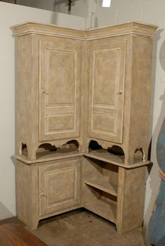 19th Century Swedish Painted Wood Karl Johan Corner Cabinet 9