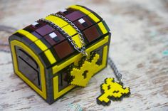 Pixel Chest Zelda Acrylic Plastic Box for jewelry and  gamer 8 bits With Boss key and Lock necklace