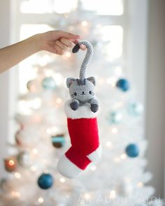 Chester the curious Christmas cat. Free crochet amigurumi pattern by All About Ami. Cute Crochet, Crochet Crafts, Yarn Crafts, Crochet Toys, Crochet Projects, Noel Christmas, Christmas Cats, Christmas Stockings, Cat Pattern