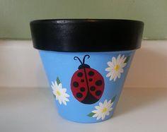 Flower Pot Art, Clay Flower Pots, Flower Pot Crafts, Painted Clay Pots, Painted Flower Pots, Painted Pebbles, Paint Garden Pots, Glass Garden Art, Clay Pot Projects