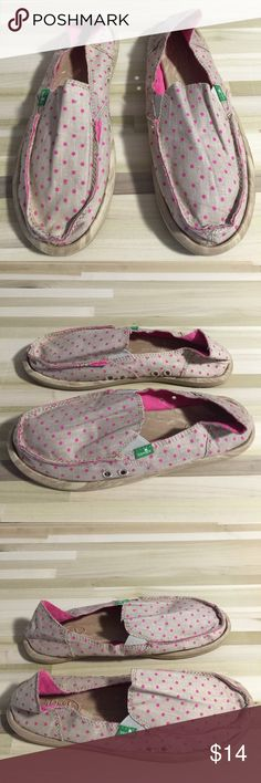 Bnwt Sanuk w measles Or chickenpox ... imagine on a bet two friends picked a word like chickenpox to posh search with a Mac lipstick on the line and my dumb ad shows up! Ha! Strangely appealing diseased designed slippers sandals slides Sanuk Shoes