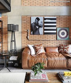 Hello people! Que tal um sala de estar pra lá de despojada e ousada pra hoje? Apaixonado por ela! Foto: @marianaorsifotografia. Projeto: João Armentano.