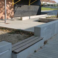 Elementer fra Cirkelserien er anvendt til at opdele skolegården på Bagsvær Skole Aarhus, Sidewalk, Deck, Outdoor Decor, Design, Home Decor, Decoration Home, Room Decor, Side Walkway